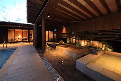金温泉と3種のお風呂『花菖蒲』