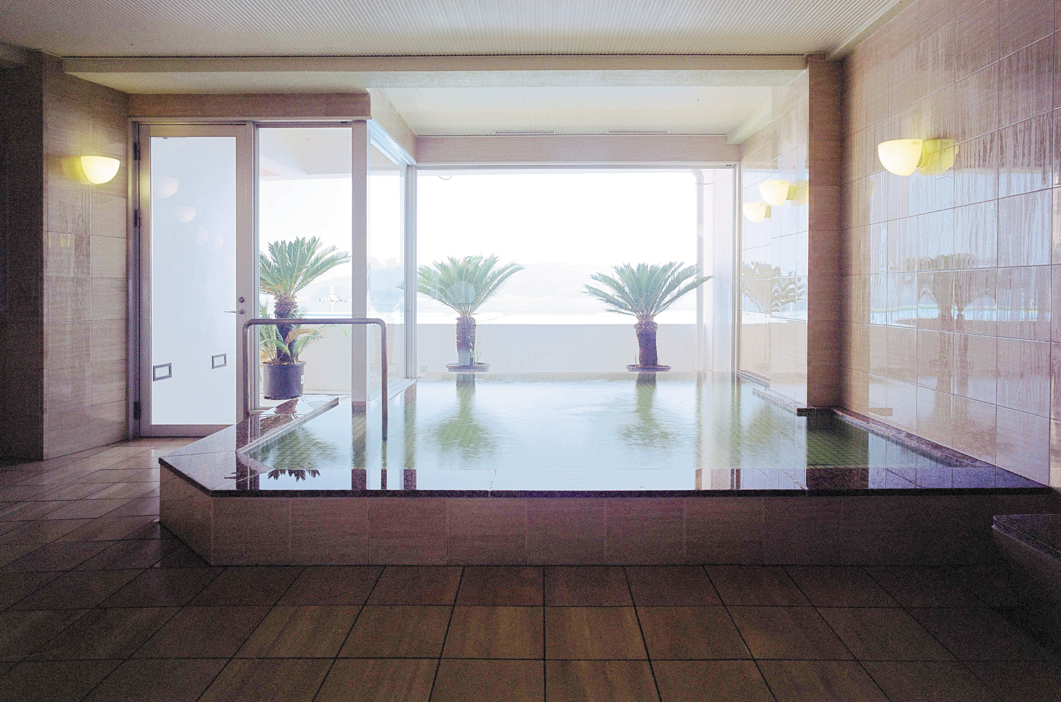 4階中央には海の見える展望大浴場をご用意いしました。
