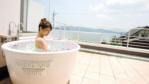 「白泉」が湧き出る10号館で、ついに露天風呂付きのお部屋が誕生しました。